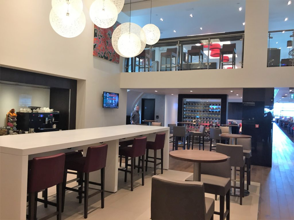BA new club lounge gatwick south review dining area wirth mezzanine above