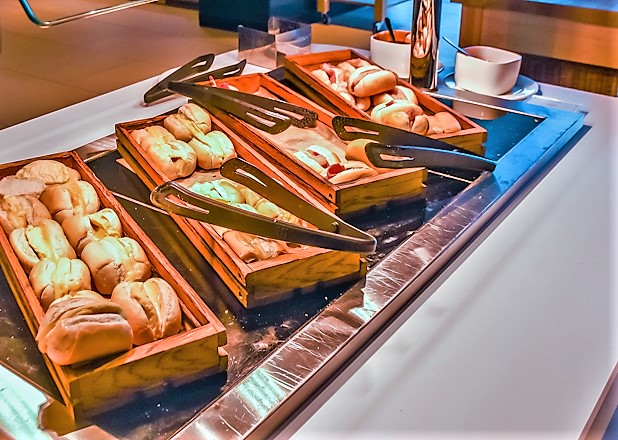 BA CLub lounge Gatwick review bacon rolls