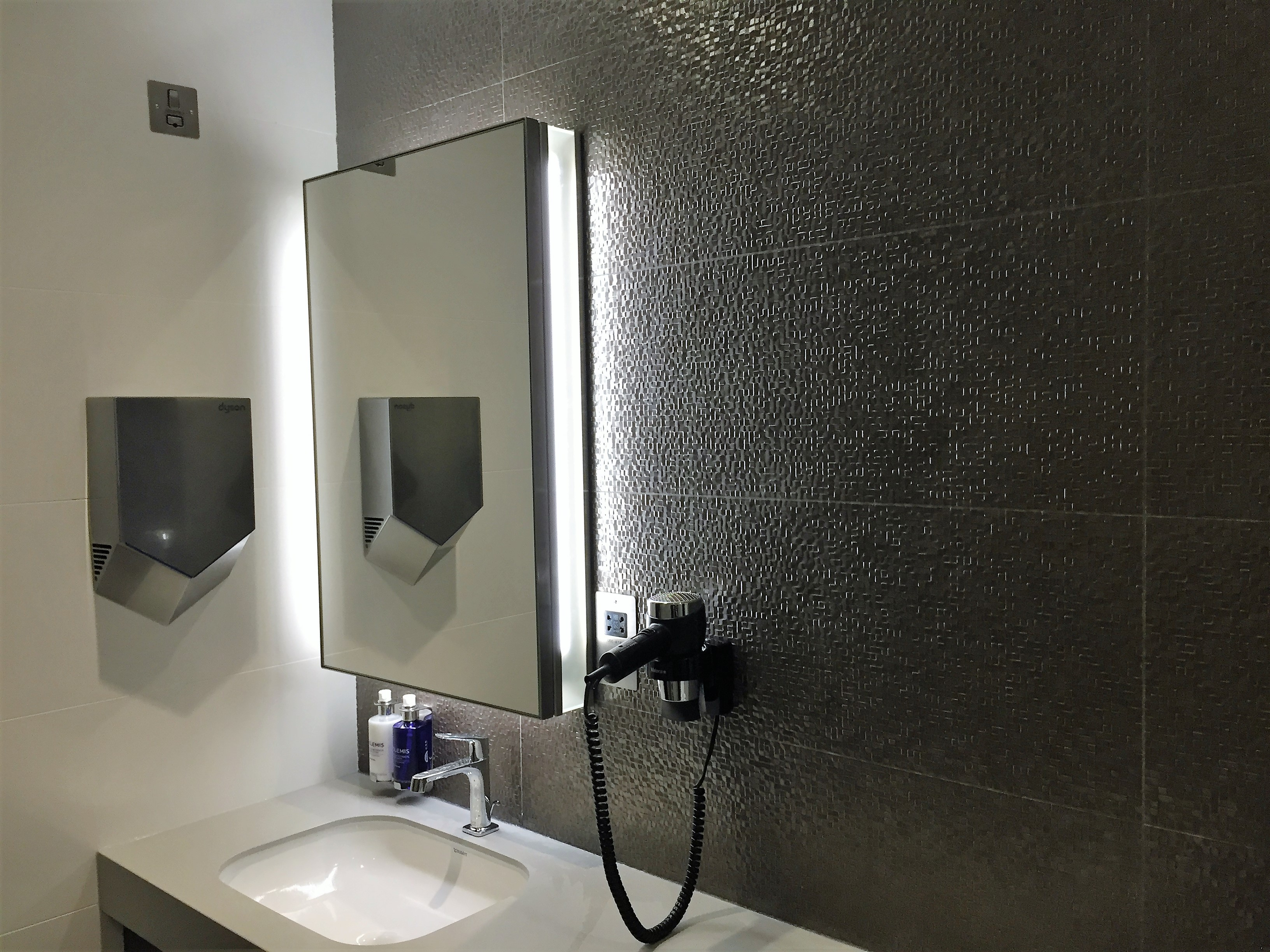 BA new club lounge gatwick south shower room