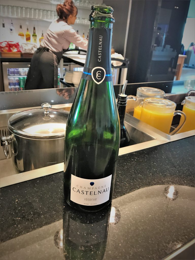 BA Gatwick lounge review champagne