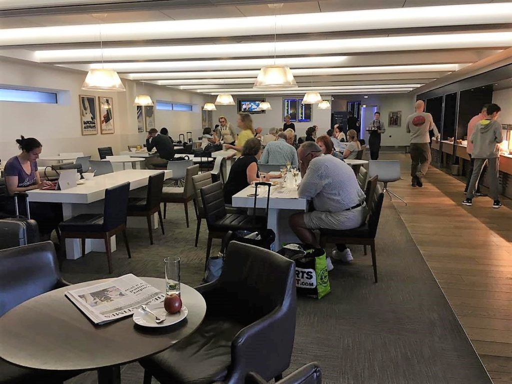 British airways galleries club first lounges t3 heathrow for Best airport lounge program