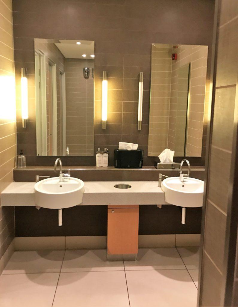 AA t3 lounge review heathrow