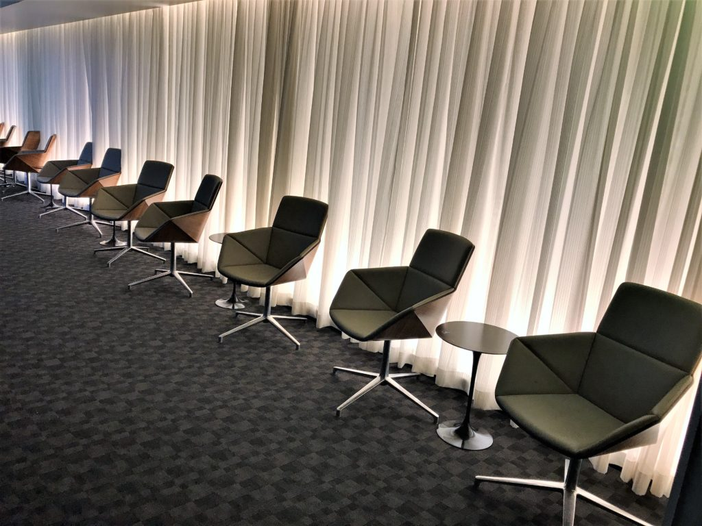 oneworld business class lounge Los Angeles review