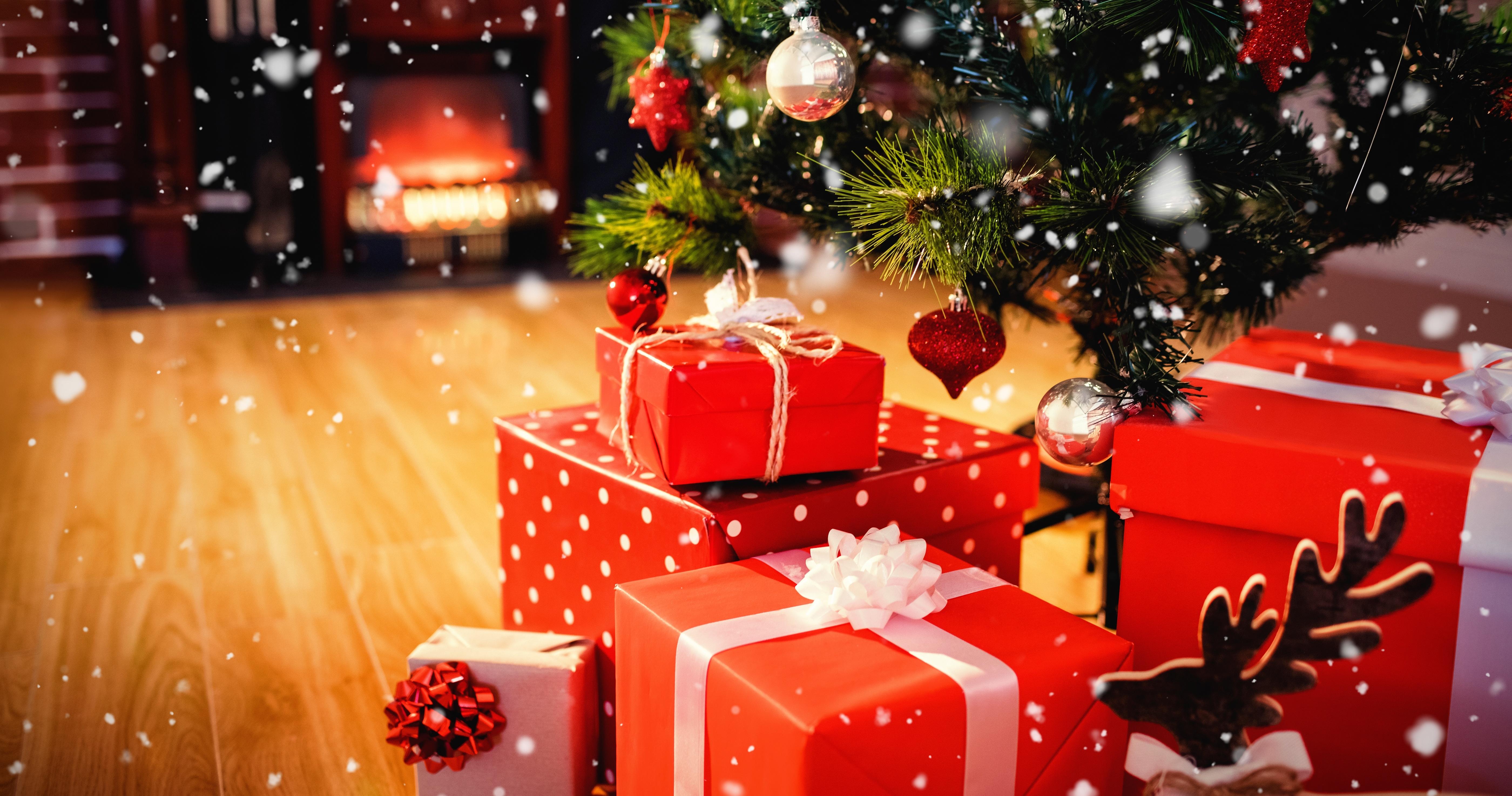 фото с новогодними подарками под елкой делать