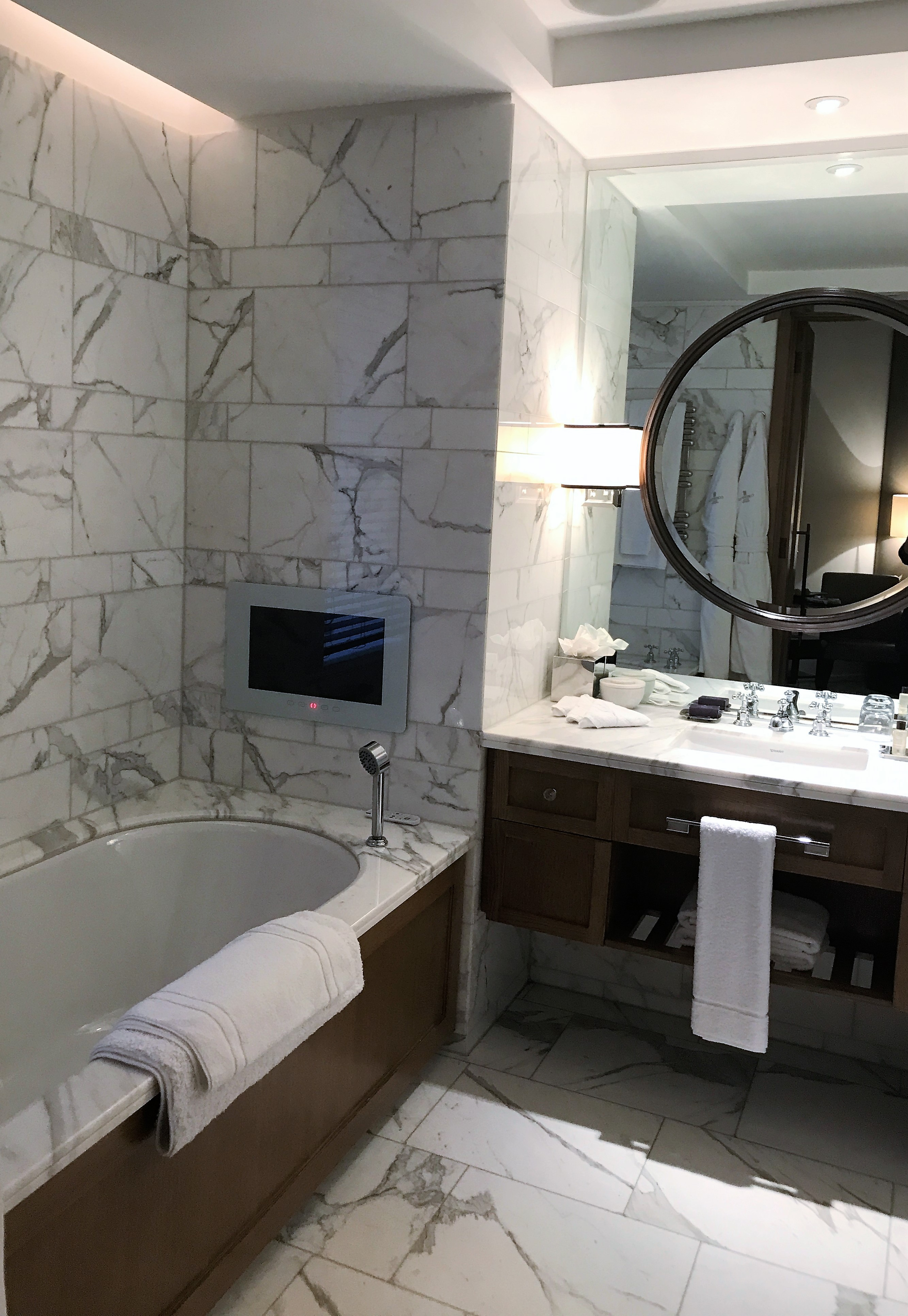 Corinthia Hotel London review superior king bathroom