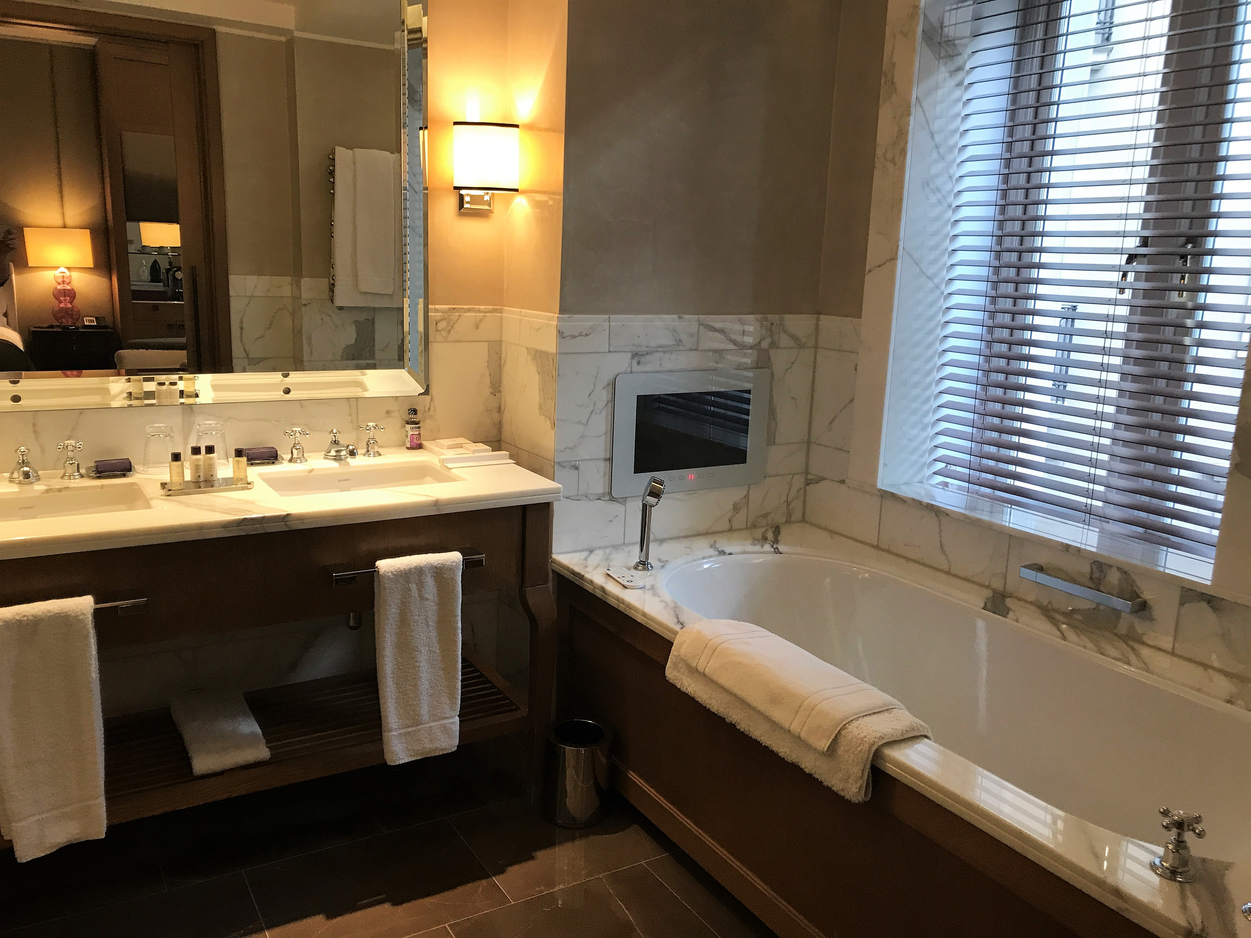 Corinthia Hotel London review deluxe king bath