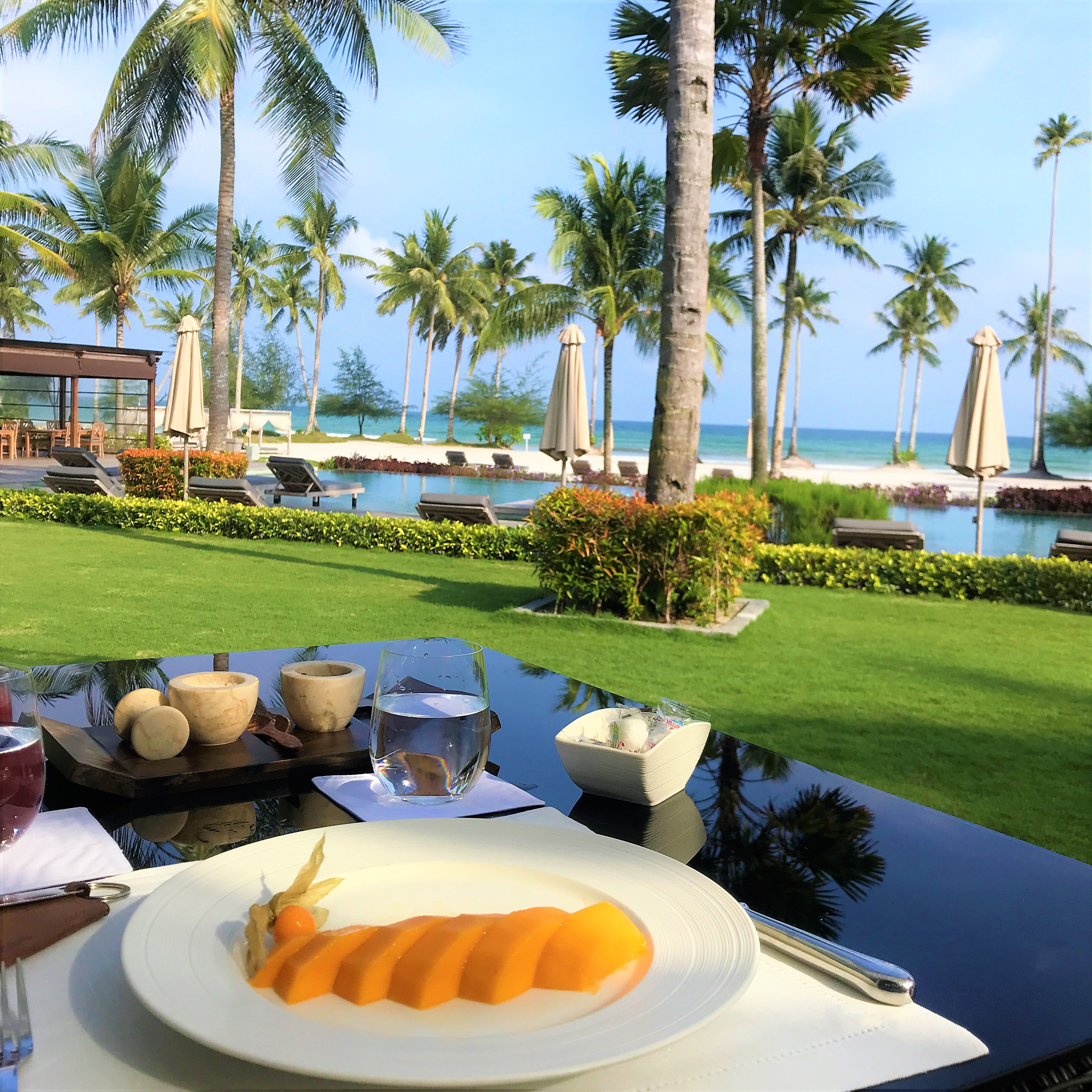 The Sanchaya review breakfast on the terrace