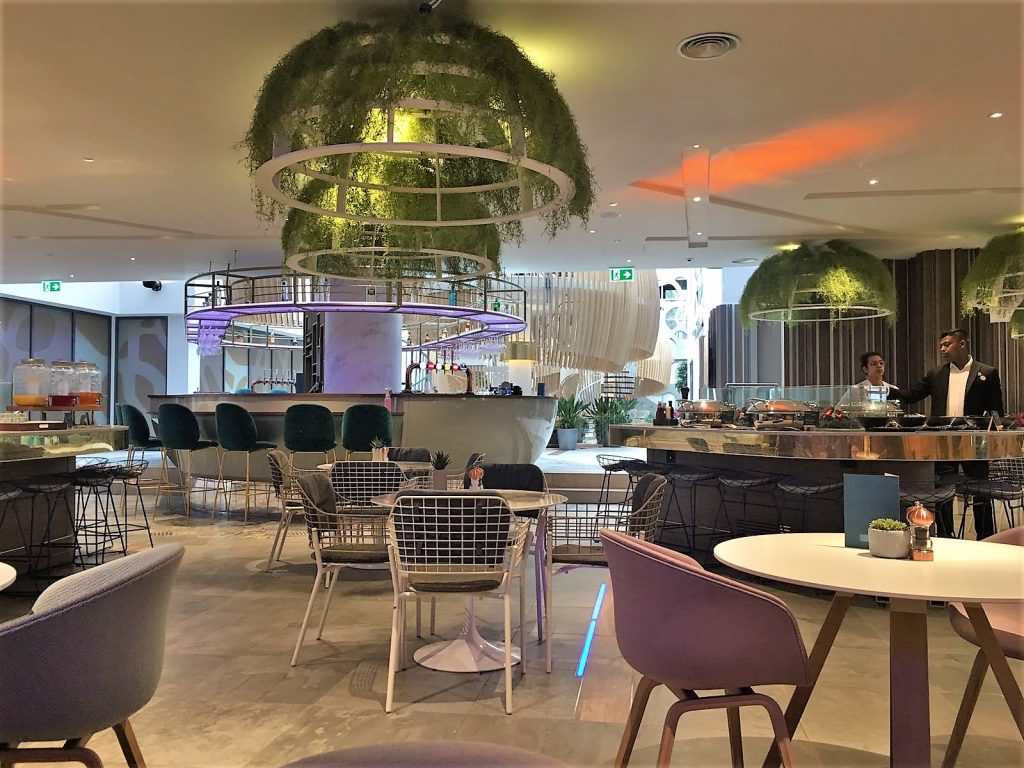 Novotel Heathrow Terminal 1,2,3 review dining area