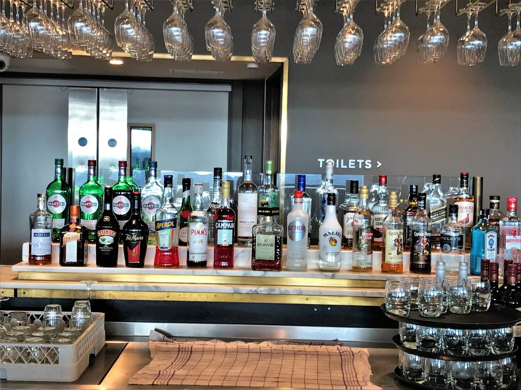 No 1 lounge Gatwick South review spirits selection