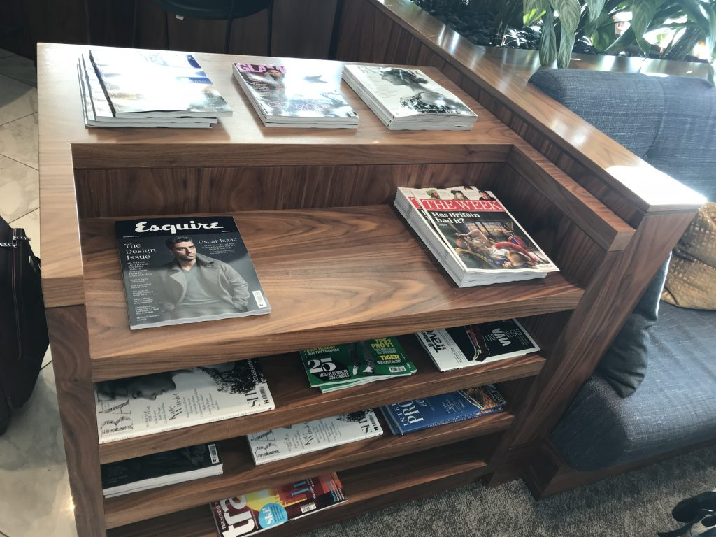 No 1 lounge Gatwick South review Magazine selection