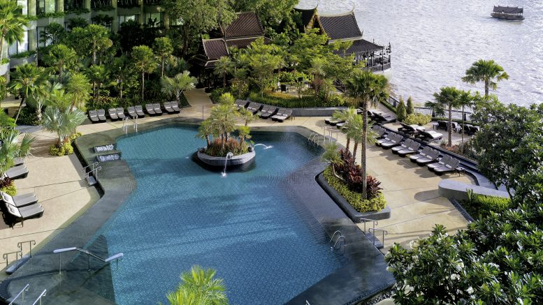 Shangri-La Hotel Bangkok review pool