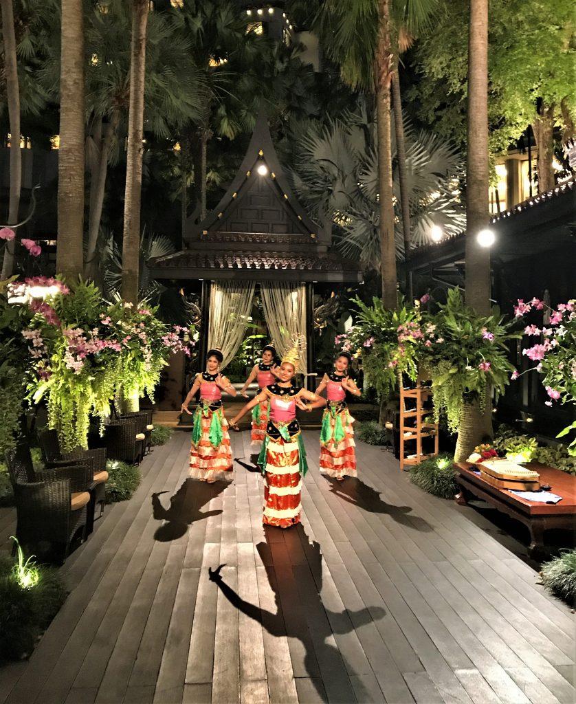 Shangri-La Hotel Bangkok review dancers