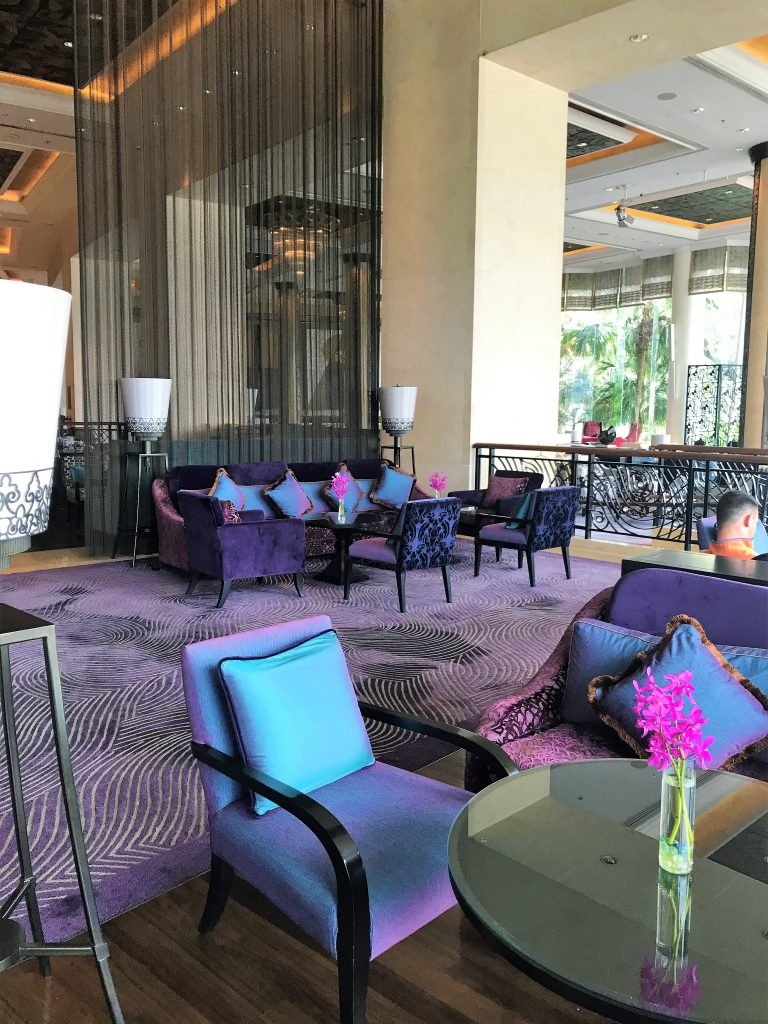 Shangri-La Hotel Bangkok review bar