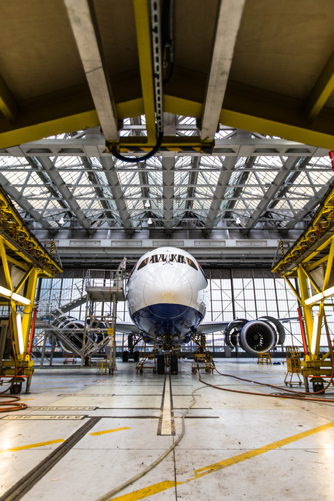 British Airways B787 in the hangar engine problems cancellations