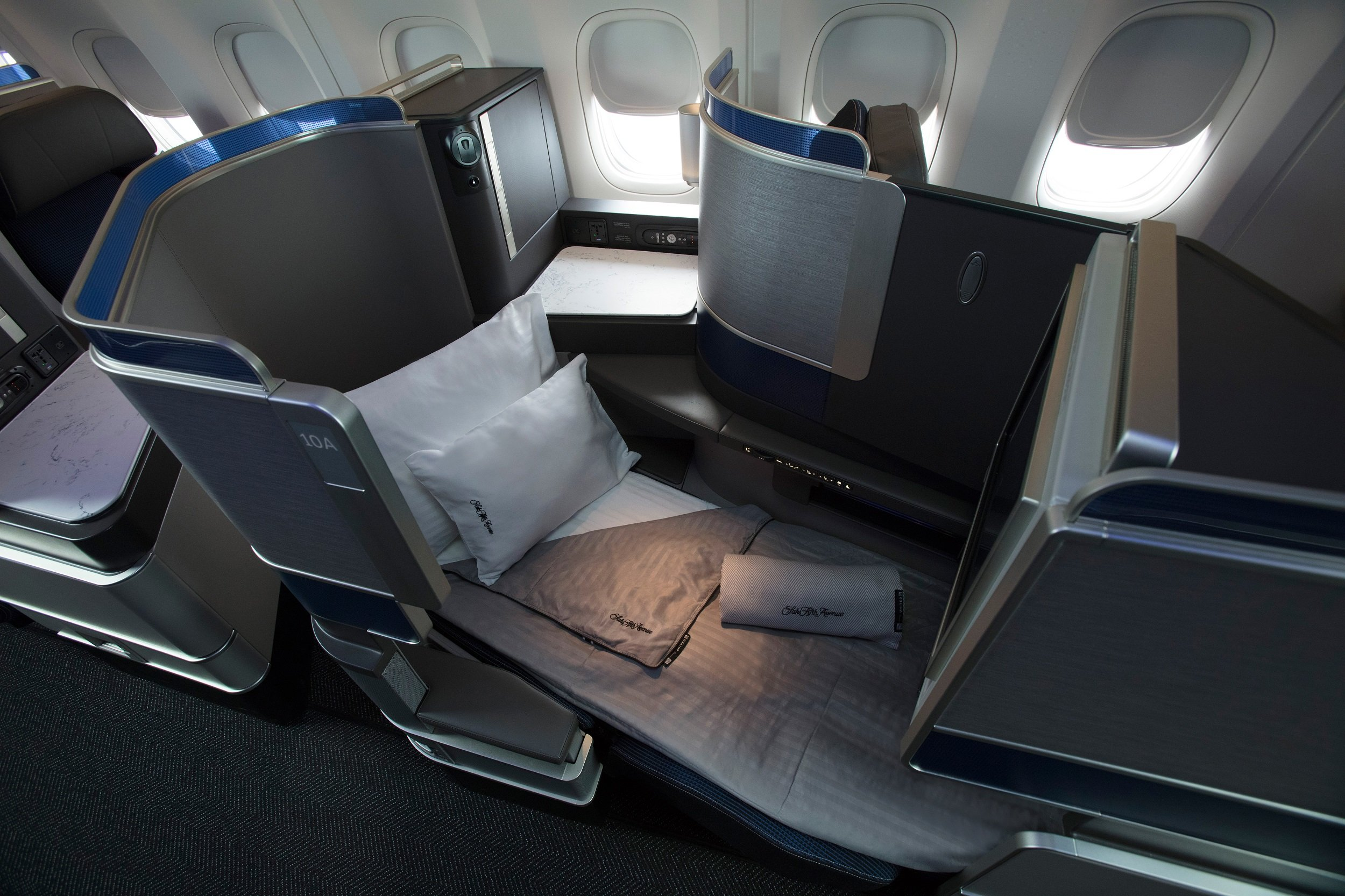 United Polaris business class seat