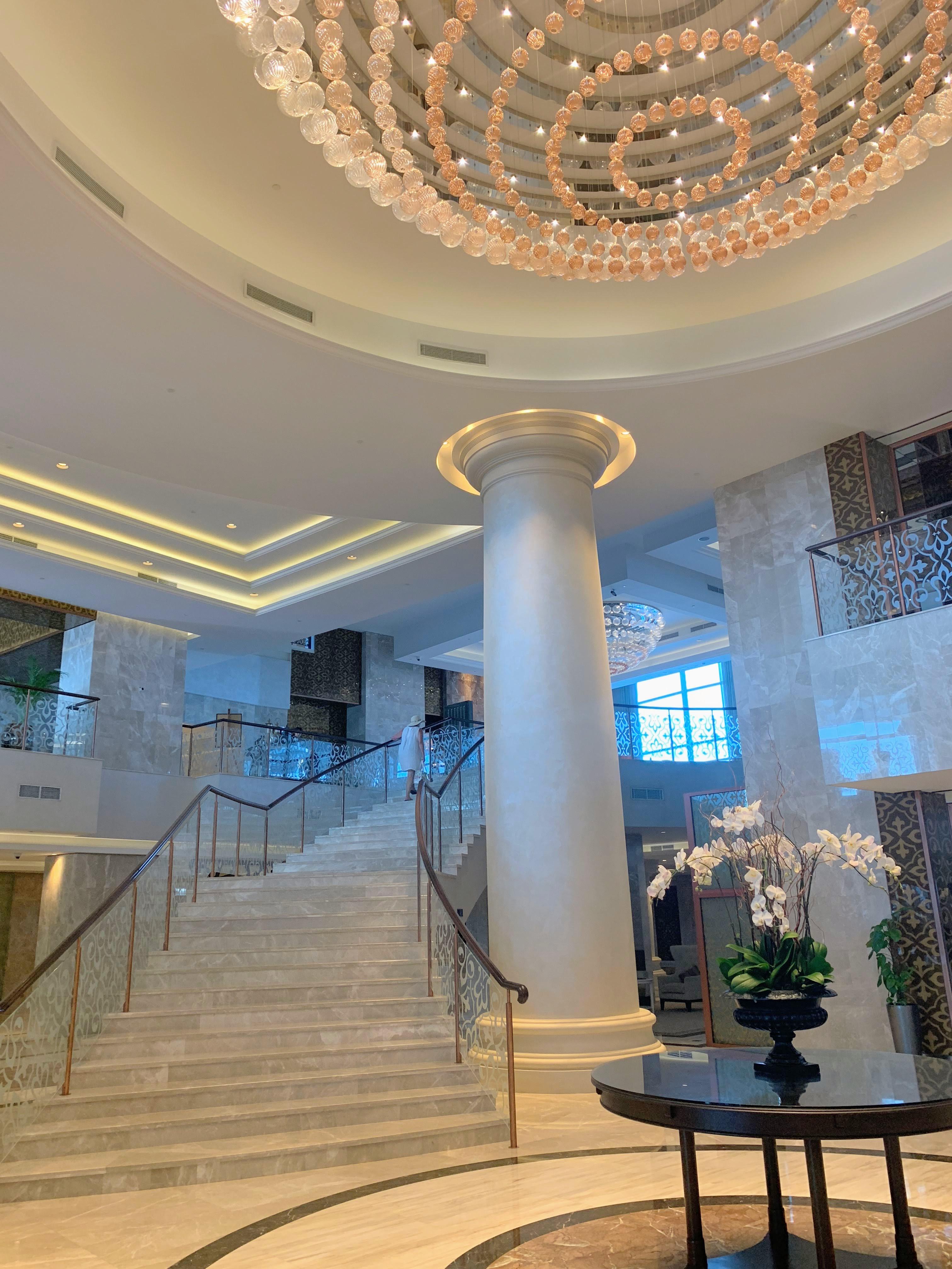 Waldorf the Palm lobby stairs