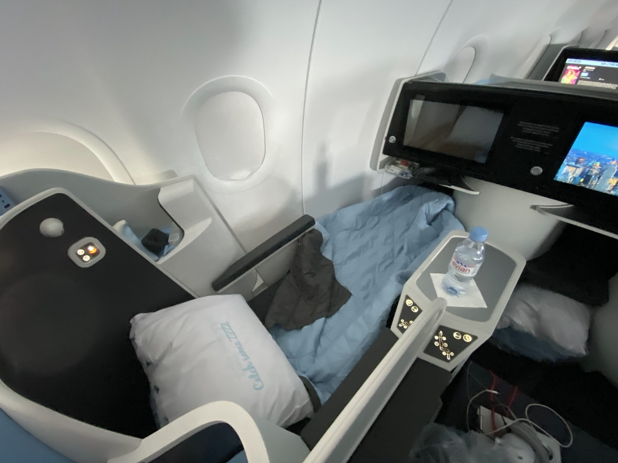 La Compagnie A321LR seat in bed mode