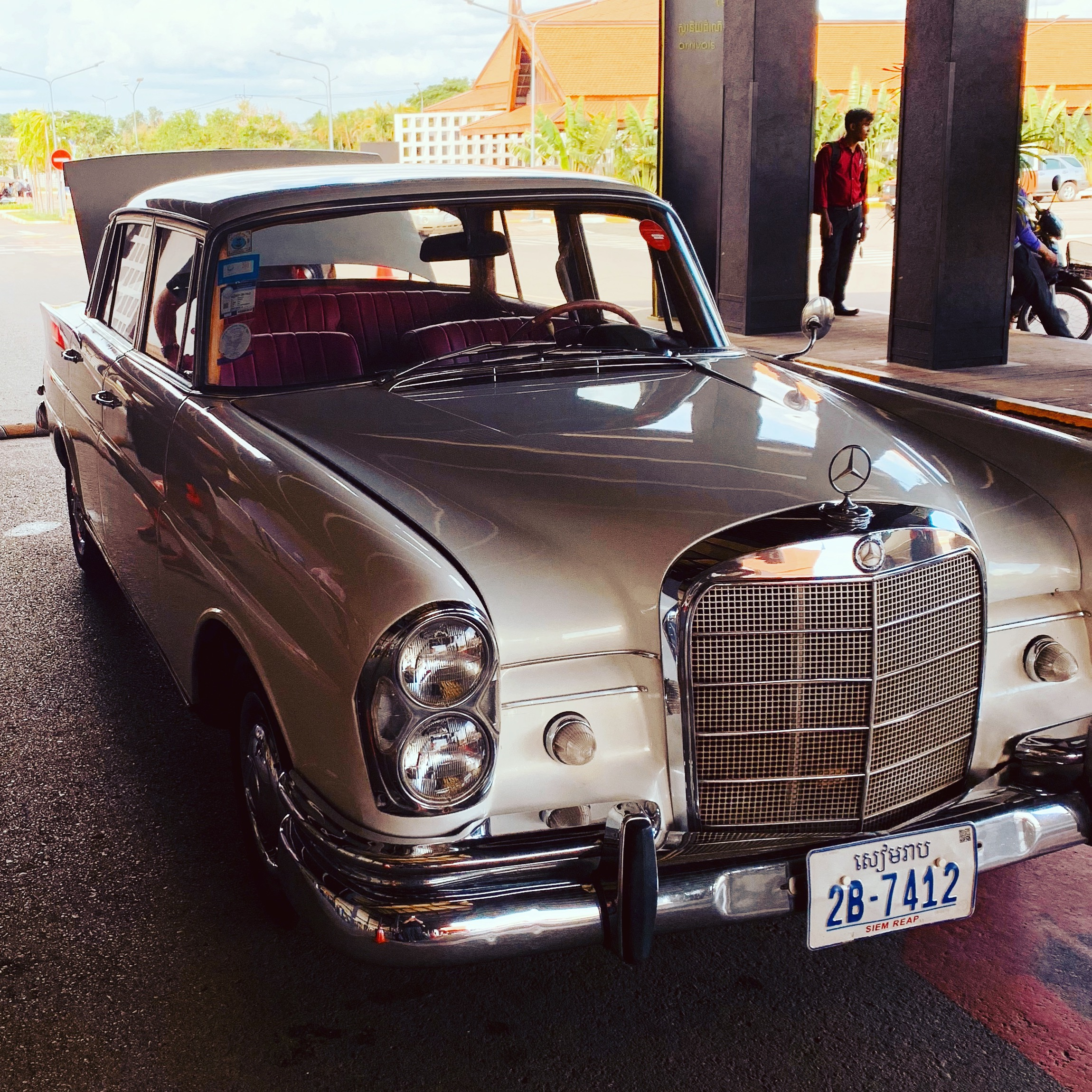 Vintage Mercedes Airport pick up (Viroth_s)