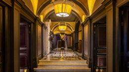 L'Oscar hotel London hallway